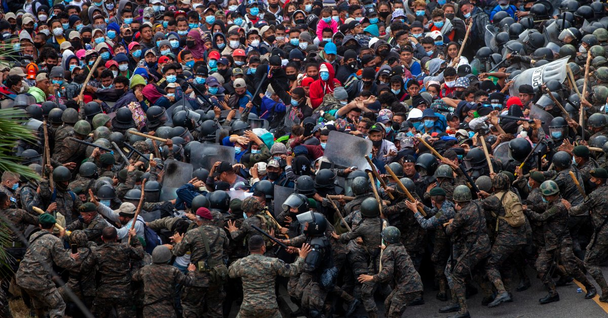 Guatemalan Forces Use Tear Gas and Sticks to Stop Migrant Caravan